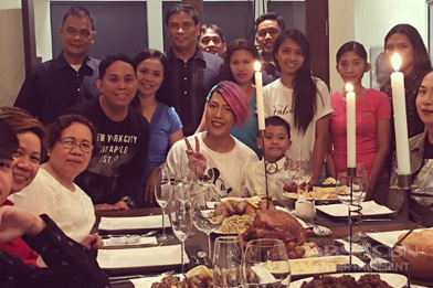 PHOTOS: It's Showtime hosts Christmas 2016 Family Pictures