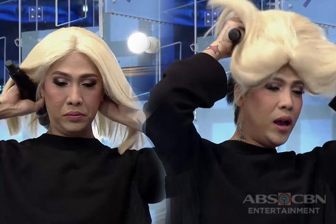 Hala! Vice Ganda, live na inayos ang ang kanyang wig sa It's Showtime