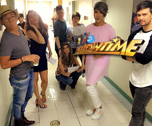 LOOK: Aura time with It's Showtime hosts