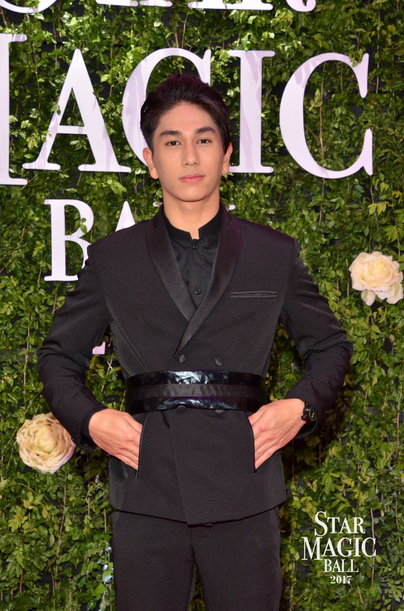 PHOTOS: It's Showtime's Hashtags and GirlsTrends rock the Star Magic Ball 2017 Red Carpet