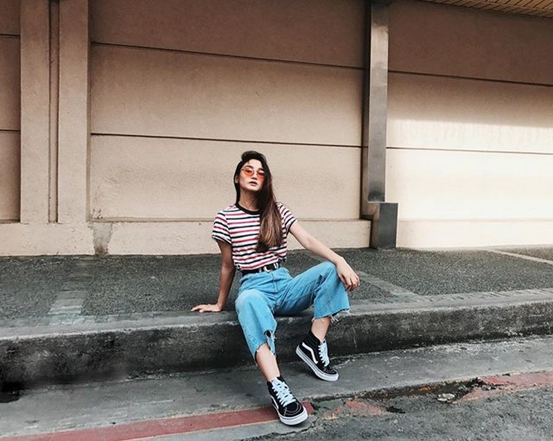 SPOT THE DIFFERENCE! Look how Girltrend Chienna pulls off her signature pose