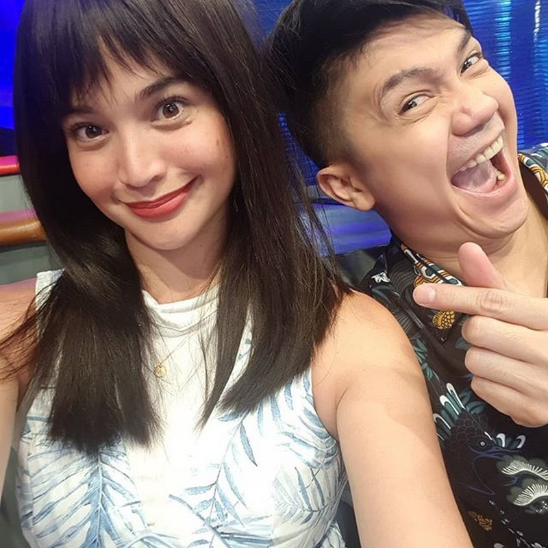 Hacker alert!!! Anne and Vhong play around with Jhong's camera phone