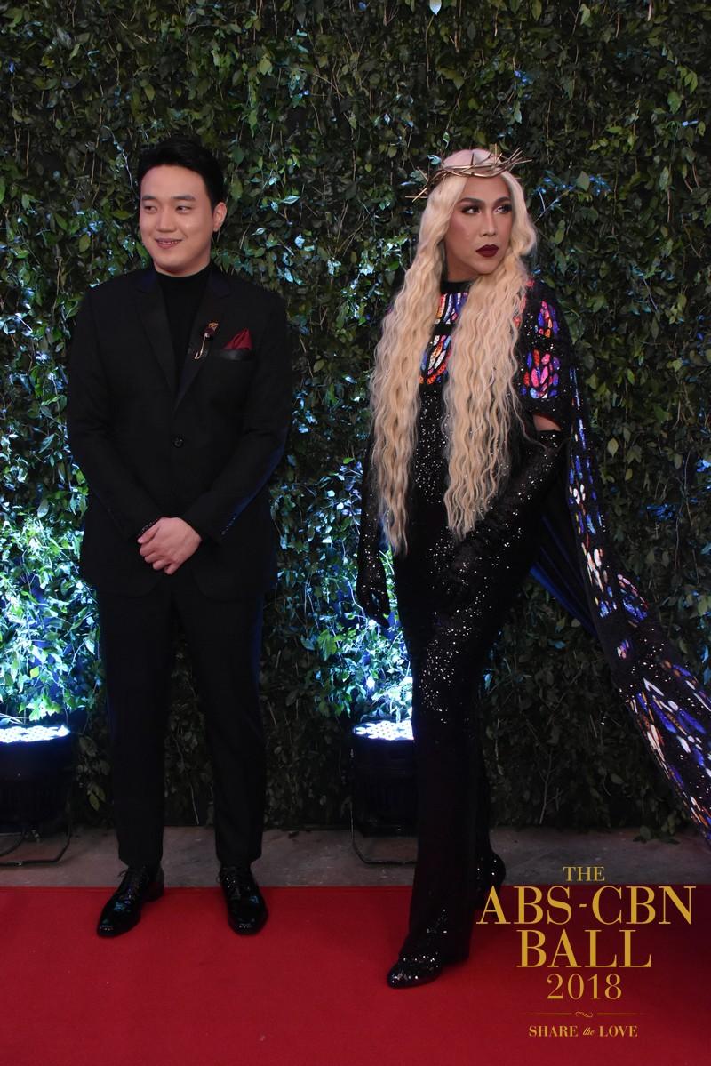 Balikan ang mga kasuotan ng It's Showtime family noong ABS-CBN Ball 2018