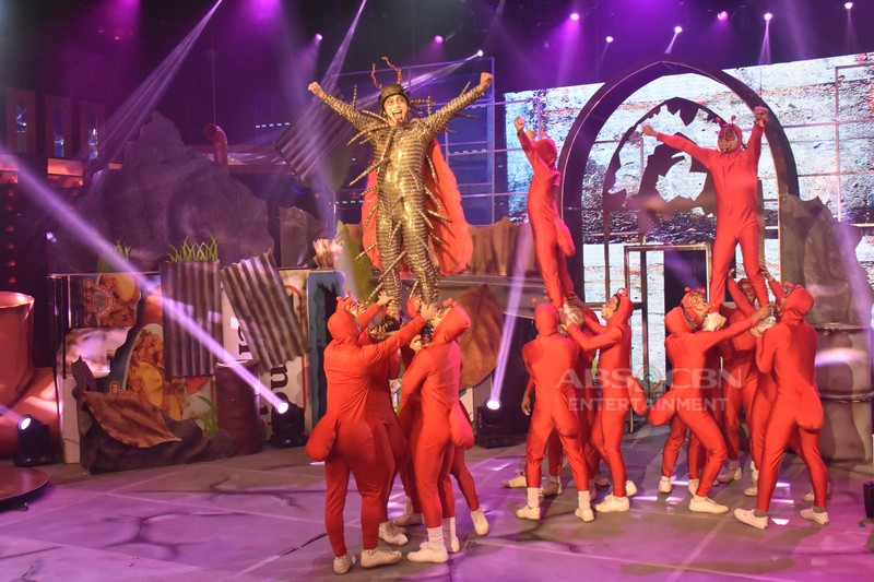 """IN PHOTOS: Team Jhong and Karylle highlights acceptance in grand """"higad-ipis"""" Magpasikat 2018 musicale"""