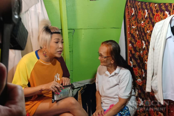 Behind-The-Scenes: Vice Ganda's moment with lola Sally