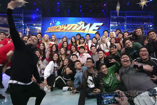WATCH: Momoland, nakisaya kasama ang It's Showtime family!