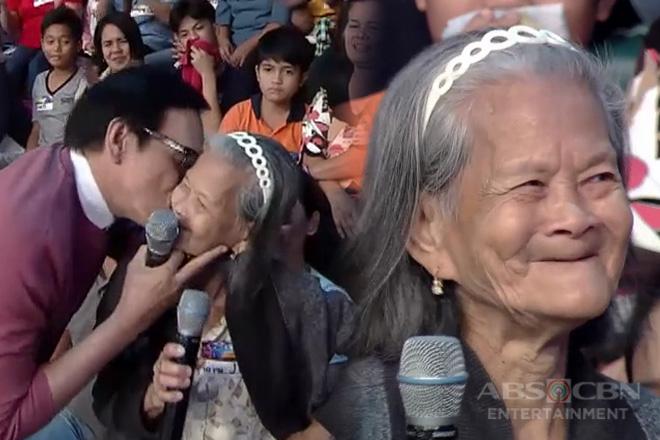 It's Showtime: Lola sa madlang people, kinilig matapos makatanggap ng halik mula kay Sir Rey
