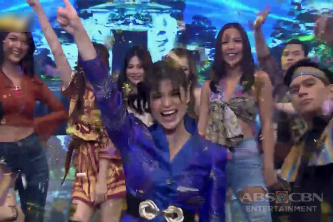 WATCH: Anne opens It's Showtime with a spectacular prod number together with Hashtags & Girltrends